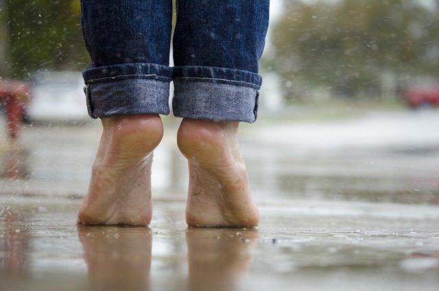 Pie plano y pie cavo: Qué son, cuáles son sus síntomas y cómo podemos tratarlo